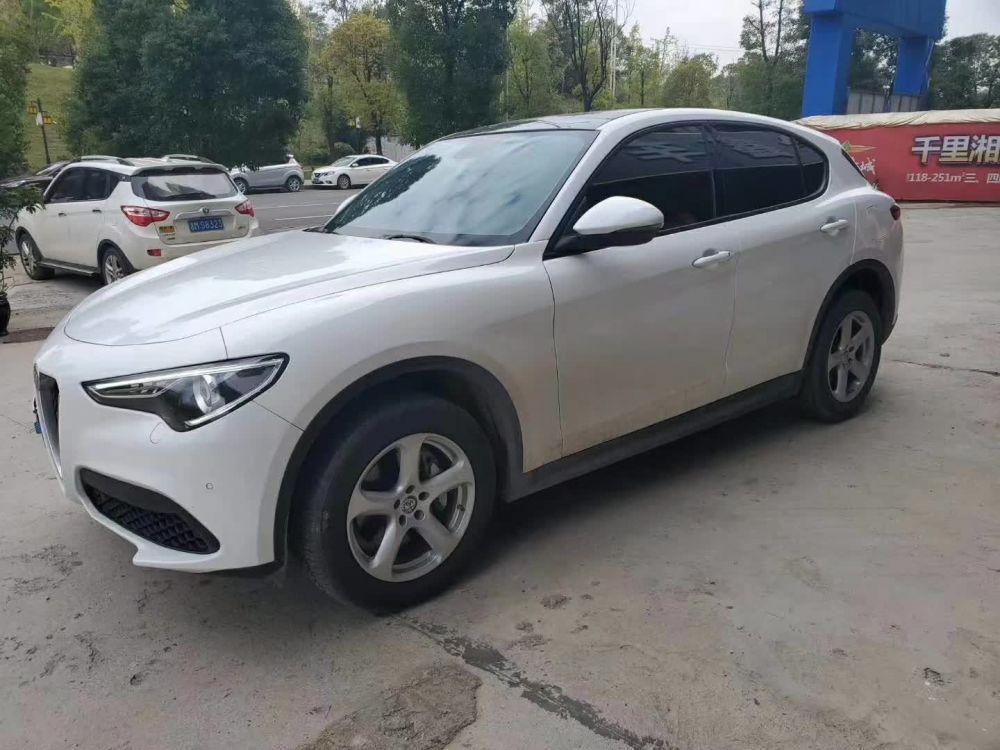 阿尔法·罗密欧 Giulia(进口) 2019款 Giulia(进口) 2.0T 280HP Bla
