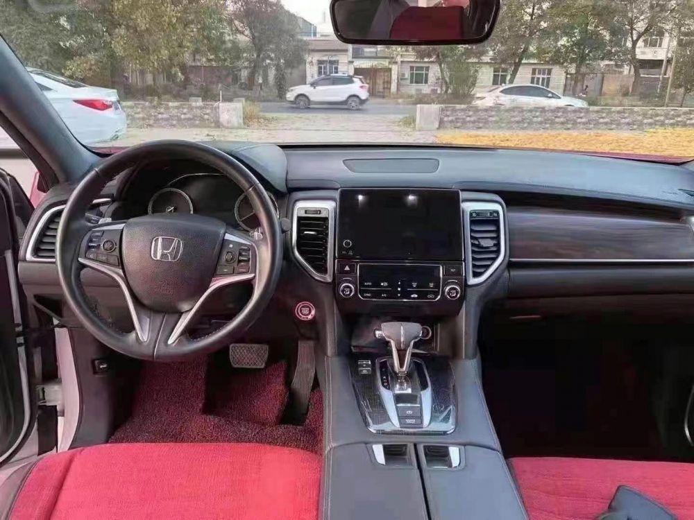 本田UR-V 2017款 本田UR-V 240TURBO 两驱豪华版